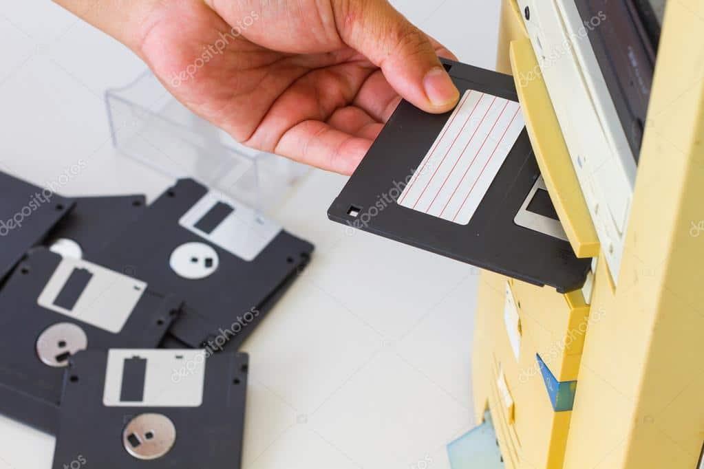 Fim do disquete no Linux? Linus Torvalds marcou drivers de discos flexíveis como 'órfão'