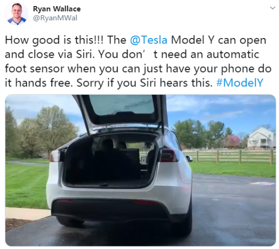 proprietario-de-um-tesla-model-y-integra-carro-com-iphone-e-utiliza-a-siri