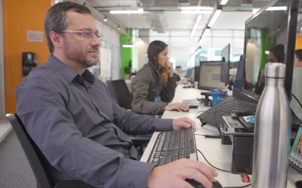 DMCard oferece salário de até R$ 15 mil para desenvolvedores de software