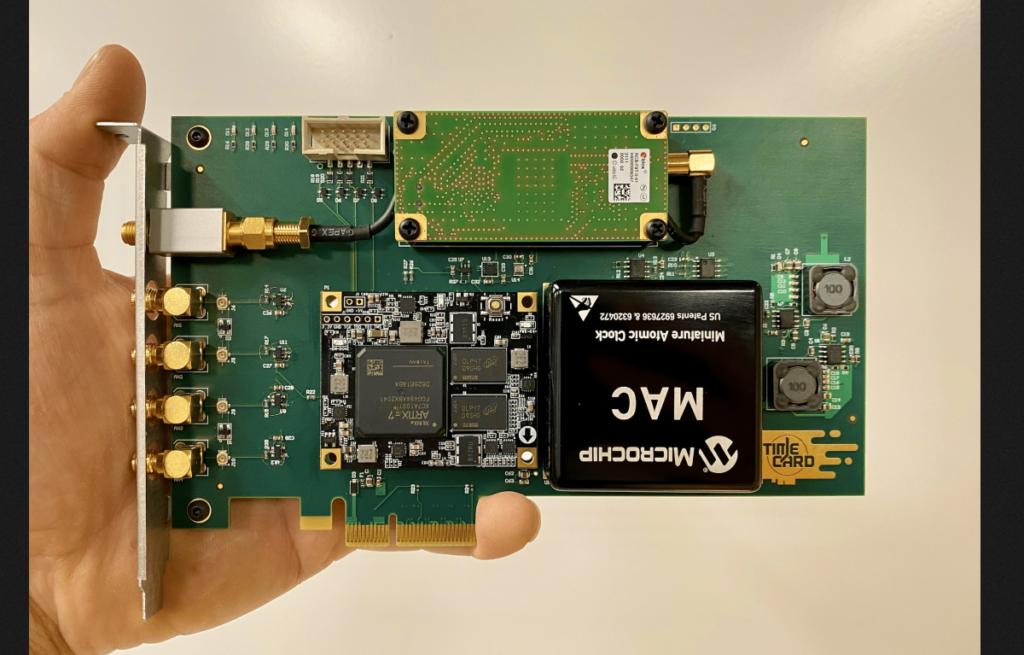 Facebook desenvolve placa PCIe aberta com um relógio atômico